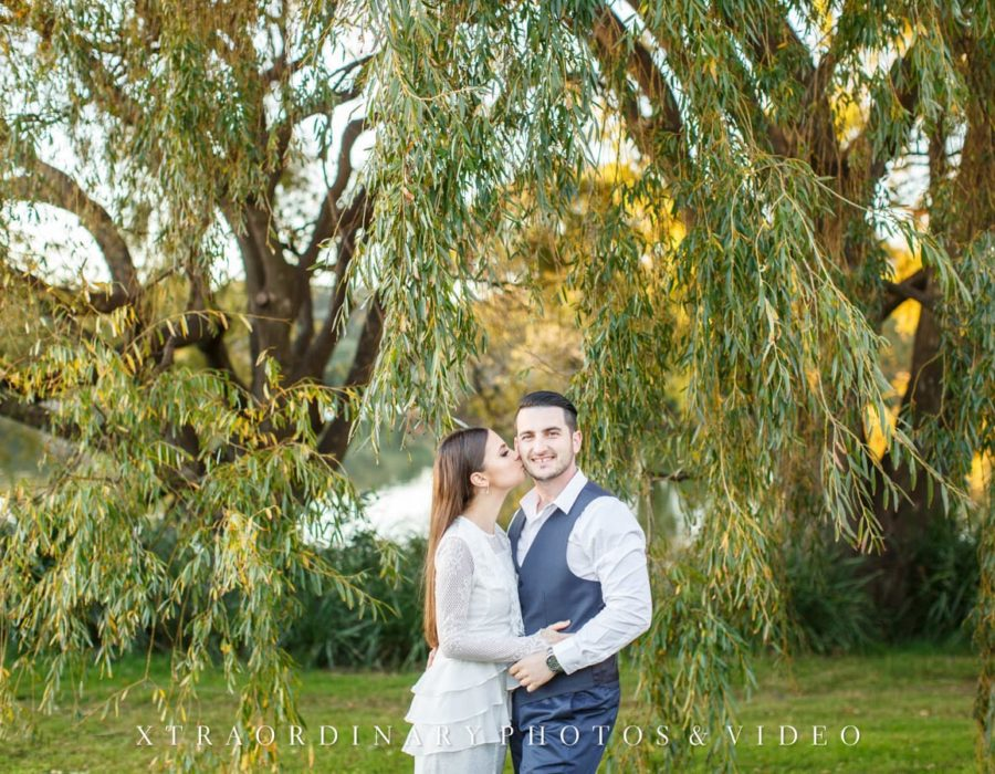 Centennial-Park-Engagement-Photos-9-min